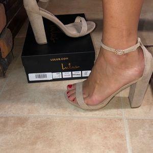 Lulu's Taylor Ankle Strap Heel, Beige suede, Sz 7